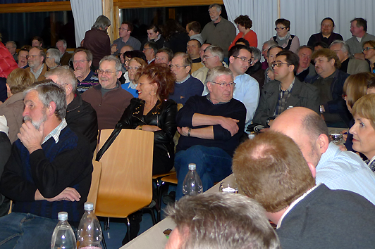 Zahlreiche Zuhörer verfolgten die JVA-Debatte im Weigheimer Saal
